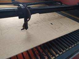 Jovem que tenha experiência com máquina de corte a laser