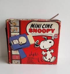 Antigo mini cine do Snoopy estrela