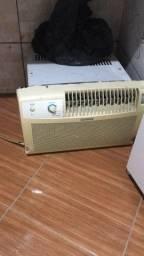Vendo um ar-condicionado de 750BTUS