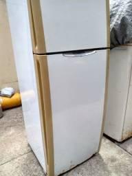 Geladeira frostfree grande 599, *