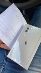 Vendo iPhone 11 64gb lacrado !!!! Com nota fiscal