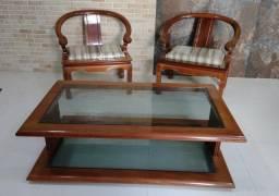 Mesa de centro com 2 cadeiras em madeira