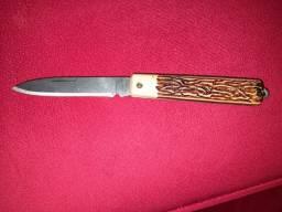 Canivete talhado em madeira