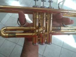 Trompete Yamaha 4335 por 2.700 reais