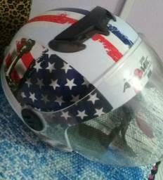 Vende_se 2 capacetes e um bau de 45 litros