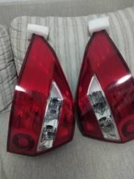 Vendo o par de lanternas do prisma 2007/2012 novos na caixa 240,00
