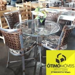 Mesa Inox com tampo de vidro 4 cadeiras almofadadas Junco sintético de 1300,00 por 990,00