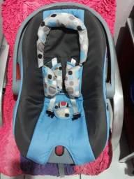 Carrinho de bebê e bebê comforto da marca Cosco