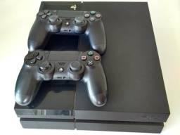 PS4 500GB + 2 Cont + 6 jogos