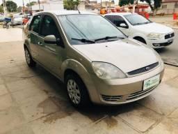 Fiesta Sedan 1.6 Flex 2005 (R$: 3.900,00 + 48 X 446,00) - 2005