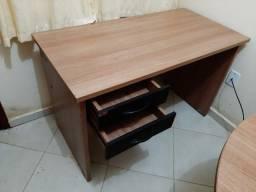 Móveis de escritório - mesas e armários