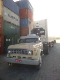 Caminhão com conjunto e vaga com serviço