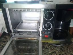 Tô forno e cafeteira da pra fazer sanduíche etc