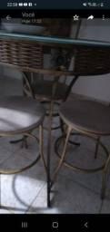 Mesa , centro e a abaju em Bom estado de uso.
