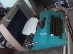 Máquinas de escrever as 3 por 500