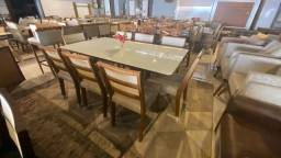 Título do anúncio: Mesa retangular de madeira e acabamento laka