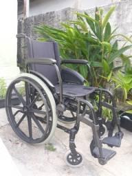 Cadeira de rodas e cadeira para banho adulto