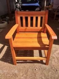 Cadeiras em eucalipto