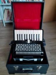 Título do anúncio: Vendo acordeon Michael 60 baixos com pouco uso