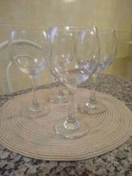 Jogo de 4 taças grandes de vidro!