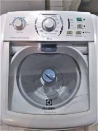 Máquina de Lavar Electrolux 8kg funcionando