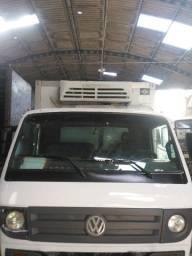Caminhão Vw 8-150 Delivery 2009 Baú refrigerado 5 metros. Com rampa.