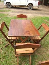 Mesa dobrável com 4 cadeiras feito de ipê