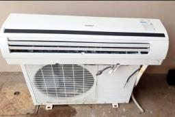 Ar-condicionado comfee 18 mil btus 220W com controle