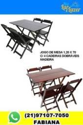 Mesa com 4 cadeiras em madeira  dobrável. No tamanho de 1,20 x 70