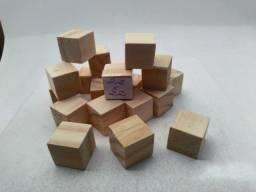Título do anúncio: Cubos de Madeira Maciço 2,2 x 2,2 x 2,2 cm - Kit com 50 unidades (OSK Madeiras)