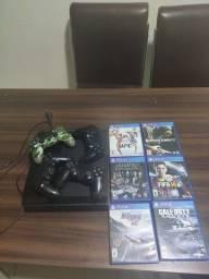 Playstation 4 500gb, com 4 controles e 6 jogos de disco