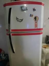 Vendo geladeira 300
