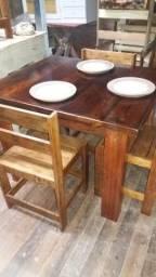 Mesa com 4 cadeiras Estilo Rústica