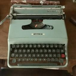 Máquina de escrever portátil Olivetti Lettera 22