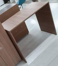 Escrivaninha e Cadeira Charles Eames