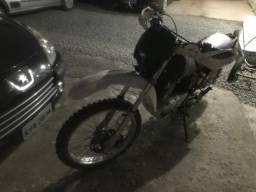 Vendo moto trilha 200