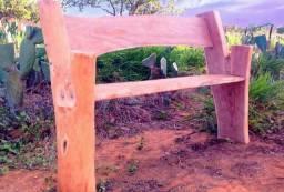 Banco rústico de madeira