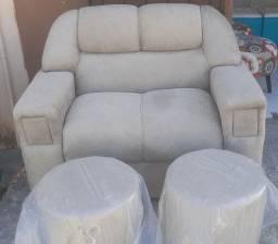 Conjunto de sofá 2 lugares e 2 puffs
