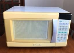 Título do anúncio: Microondas- Electrolux 25l - Branco