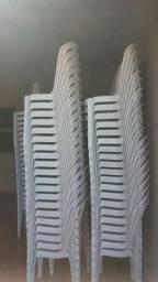 vendo 40 jgs de mesa de plástico Semi novas usadas apenas 2 meses