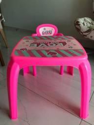 Título do anúncio: Mesa com cadeira infantil semi nova