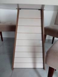 Mesa redonda com 4 cadeiras de madeira com estofado!!