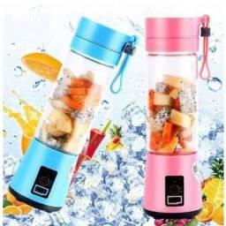 Título do anúncio: Mini Liquidificador Portátil Shake 6 Laminas + Cabo USB