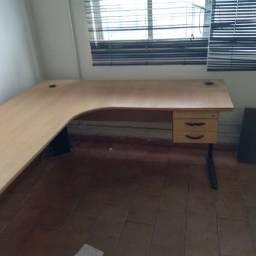 Mesa para escritório semi nova