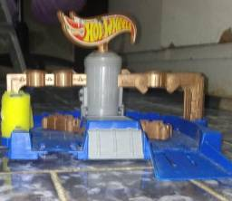 Pista pequena da Hotwheels/ lava jato