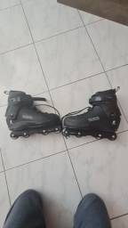 Vendo patins Black n°42 semi novo, em otimo estado usado SM te 3 vezes