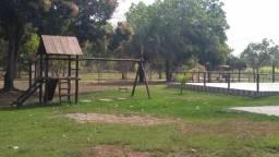 Linda propriedade as margens do rio Coxipo em condominio fechad