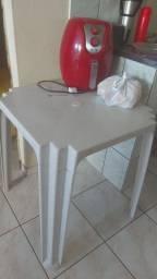 Mesa de plástico 100,00 reais