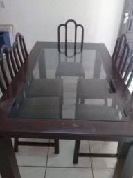 Conjunto de Mesa de Jantar com tampo de vidro.