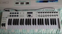 Título do anúncio: Teclado MIDI Arturia Keylab Essential 49